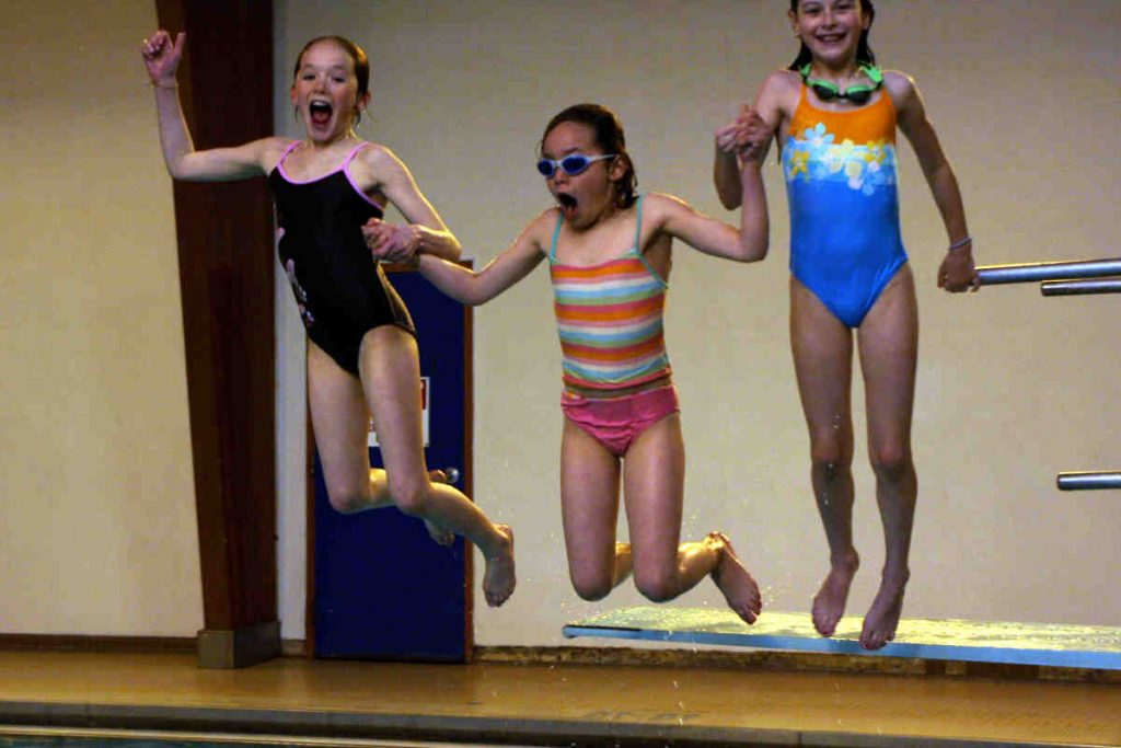 1__for_recreation_030_girls_jumping_resized_uyc7
